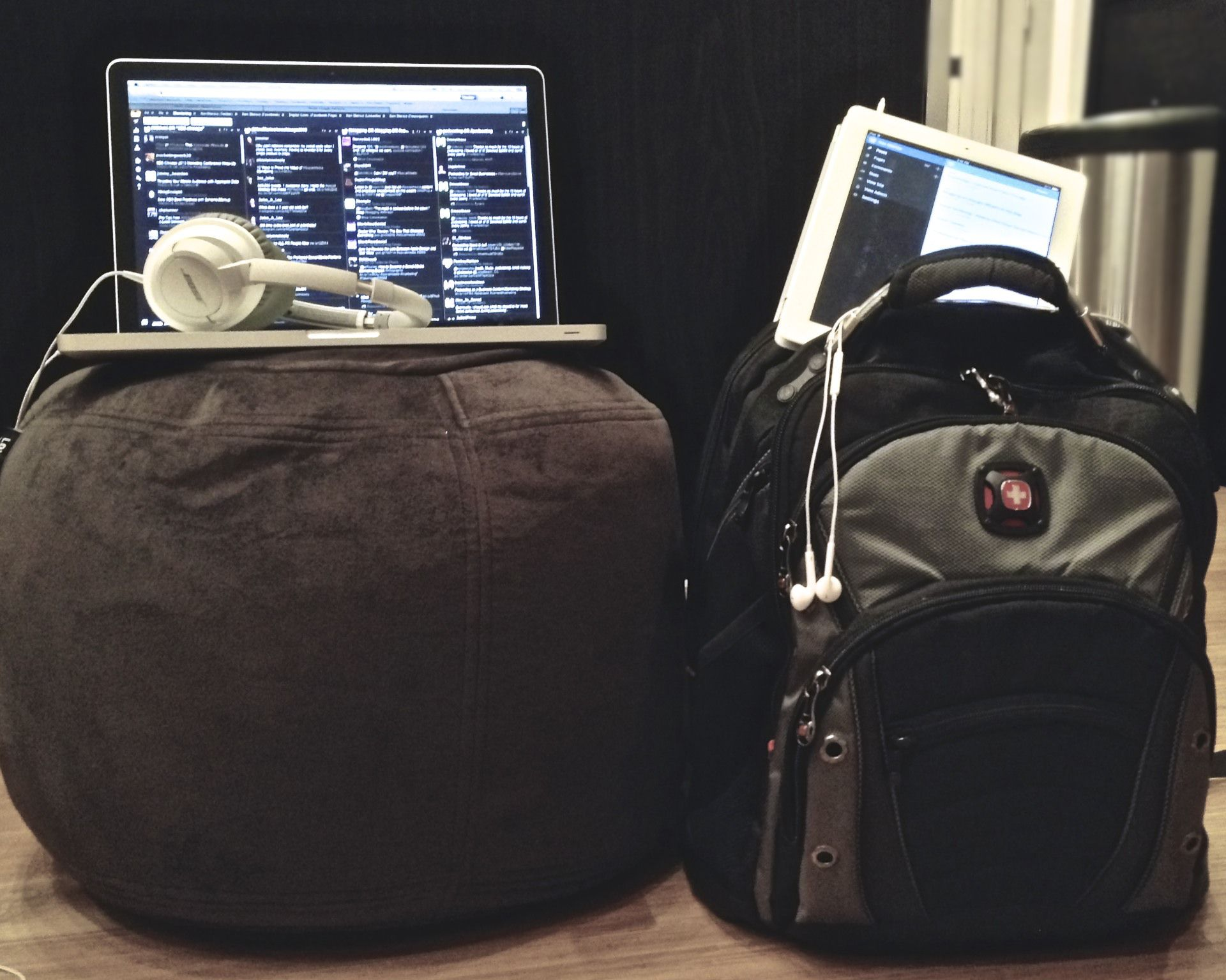 whats in my bag - macbook bose AE2 headphones iPad Swiss Gear Backpack